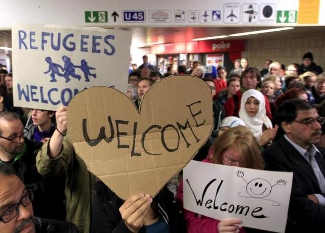 French President commends Germany's refugee policy - ảnh 1