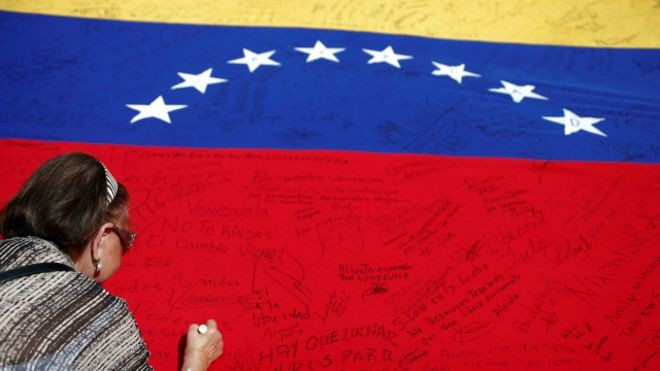 Venezuela accuses opposition of fake signatures to call for referendum  - ảnh 1