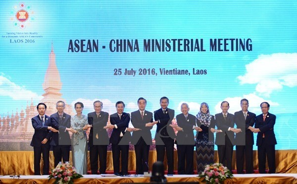 China, ASEAN pledge to resolve disputes through dialogues - ảnh 1