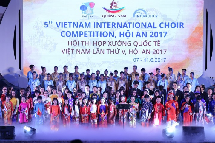 Teaching choral art to children in Hanoi - ảnh 2