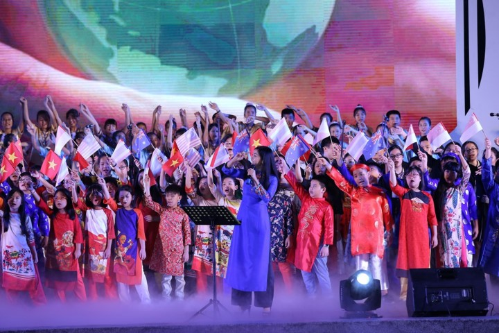 Teaching choral art to children in Hanoi - ảnh 3