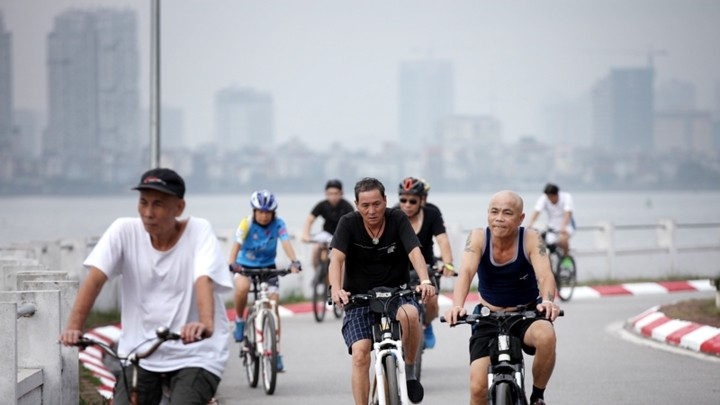 Weekend cycling, new hobby of Hanoians - ảnh 1