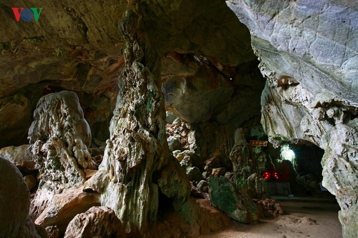 A visit to Ang village and Doi cave in Moc Chau, Son La - ảnh 7