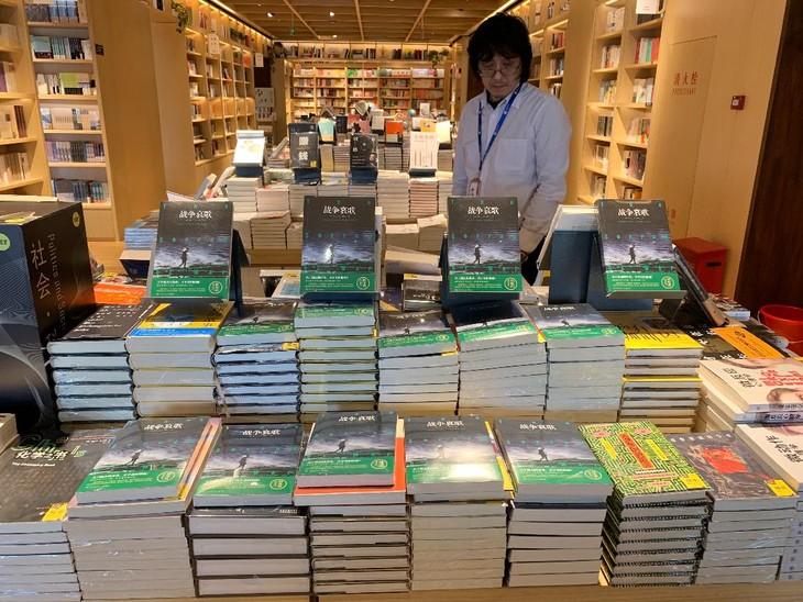 """Vietnam's novel """"The sorrow of war"""" applauded  - ảnh 1"""