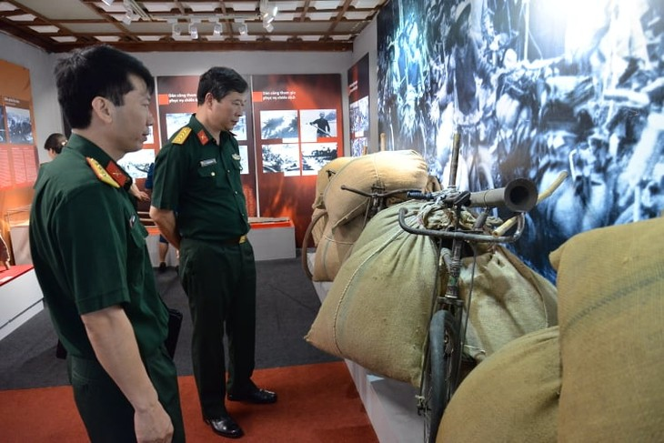 Hanoi exhibition honors militia forces of Dien Bien Phu campaign - ảnh 3