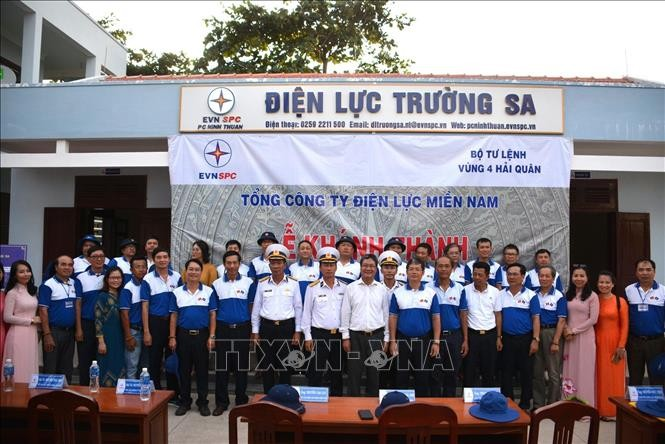 Truong Sa electricity center inaugurated - ảnh 1