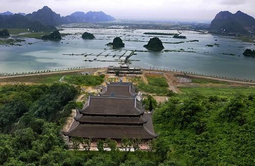 Tam Chuc Pagoda - an attractive spiritual tourism complex in Vietnam - ảnh 1