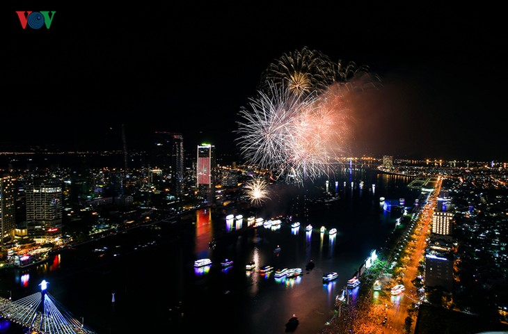 Danang makes its fireworks festival a tourism trademark - ảnh 1