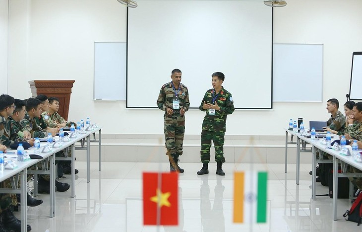 Vietnam, India hold mock-up exercise on UN peacekeeping operations - ảnh 1