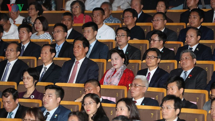 National Assembly Chairwoman attends art performance honoring Vietnam-China friendship - ảnh 1