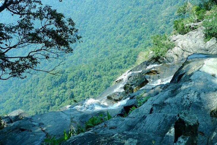 Do Quyen waterfall - ảnh 3
