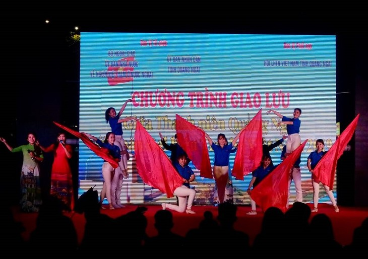 Young Vietnamese expats enjoy exchange program with Quang Ngai' s youth - ảnh 2
