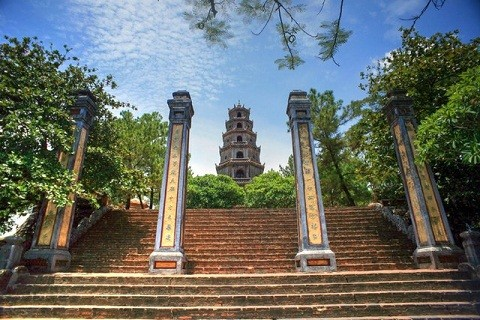 Thien Mu pagoda, one of the oldest, holiest sites in Hue - ảnh 1