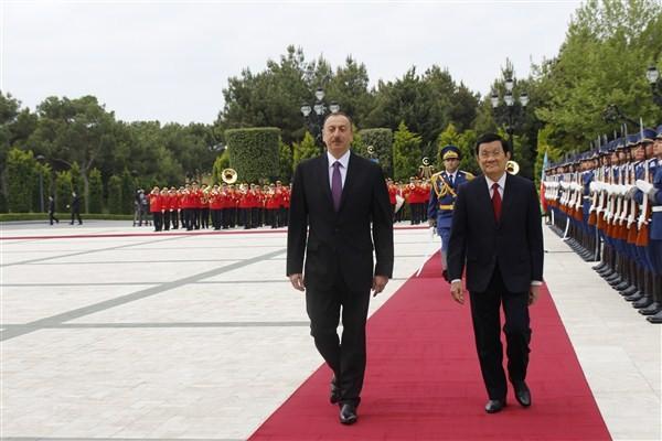 Staatspräsident Truong Tan Sang beginnt Reise nach Aserbaidschan - ảnh 1
