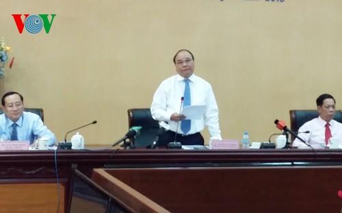 Parlamentarier beraten über Maßnahmen zur sozialen und wirtschaftlichen Entwicklung 2015 - ảnh 1