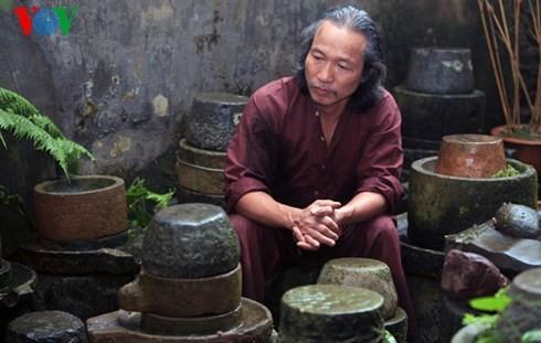 Die Sammlung der alten Mühlsteine und Steinmörser von Manh - ảnh 12