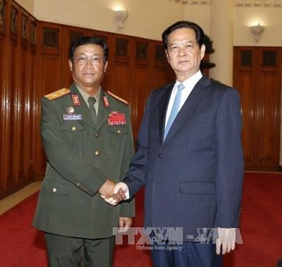 Premierminister Nguyen Tan Dung trifft den Chef des Generalstabs der laotischen Armee - ảnh 1