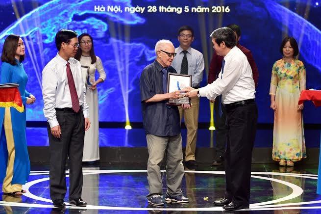 Verleihung des Nationalpreises für außenpolitische Information der Presse 2015 - ảnh 1