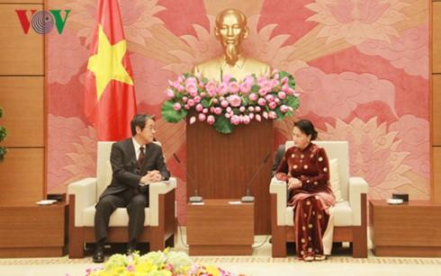 Parlamentspräsidentin Nguyen Thi Kim Ngan empfängt den japanischen Botschafter - ảnh 1