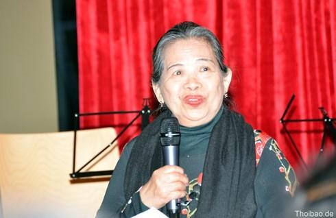 Wohltätige Ausstellung der Malerin Nguyen Phi Loan im Viethaus in Berlin - ảnh 1