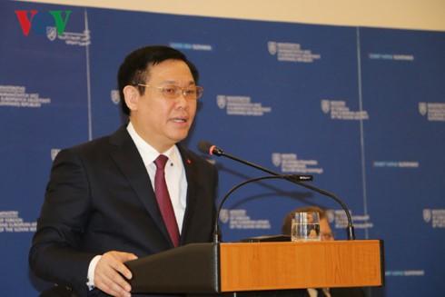 Vizepremierminister Vuong Dinh Hue trifft den slowakischen Premierminister - ảnh 1