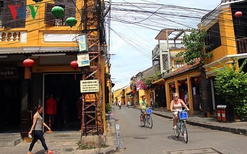 Fast 13 Millionen internationale Touristen besuchen Vietnam im Jahr 2017 - ảnh 1