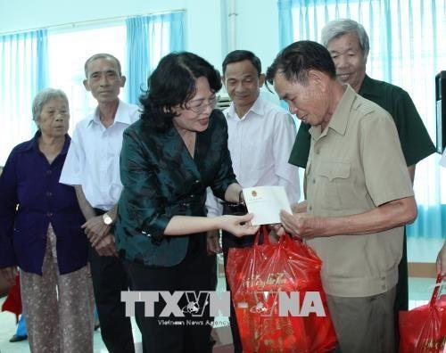 Vizestaatspräsidentin Dang Thi Ngoc Thinh besucht Familien der Heldenmütter in Provinz Binh Phuoc - ảnh 1