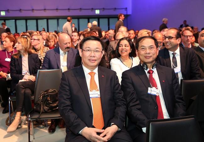 Vietnam und ASEAN-Gemeinschaft streben nach wohlhabender Entwicklung  - ảnh 1