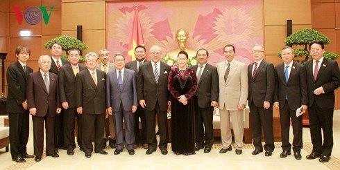 Parlamentspräsidentin empfängt den Sonderberater der japanisch-vietnamesischen Abgeordnetengruppe - ảnh 1