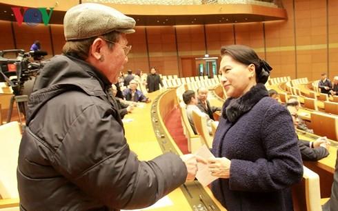 Parlamentspräsidentin Nguyen Thi Kim Ngan trifft ehemalige Abgeordneten - ảnh 1