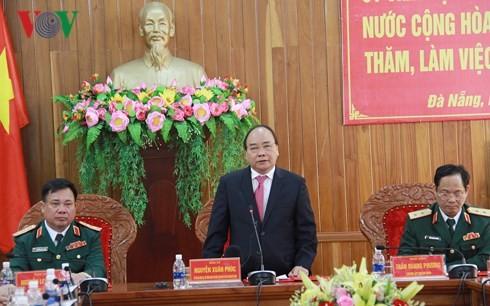 Premierminister Nguyen Xuan Phuc besucht den Kommandostab der Militärregion 5 in Da Nang - ảnh 1