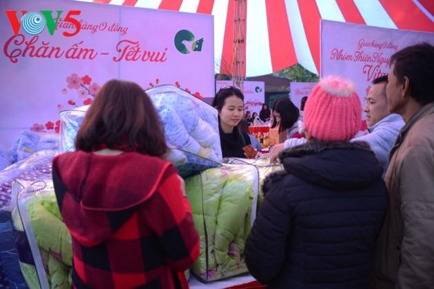 Hilfe für bedürftige Menschen beim Neujahresfest: Die Zusammenarbeit der Gemeinschaft - ảnh 1