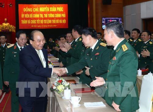 Premierminister Nguyen Xuan Phuc überprüft die Kampfbereitschaft des Kommandostabs der Stadt Hanoi - ảnh 1