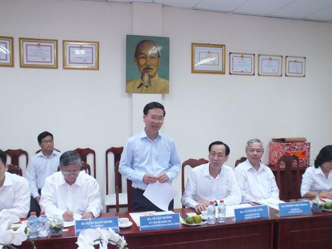 """Leiter der Aufklärungsabteilung beglückwünscht Mitarbeiter der """"Software-City"""" Quang Trung - ảnh 1"""
