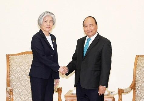 Premierminister Nguyen Xuan Phuc empfängt die südkoreanische Außenministerin - ảnh 1