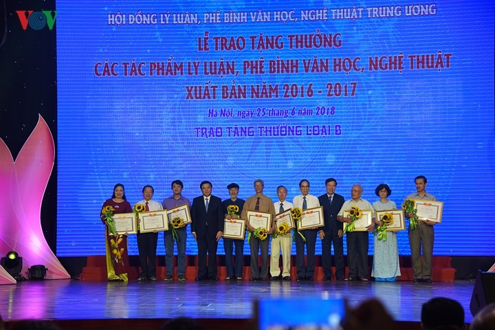 Auszeichnung für 28 hervorragende Werke von Theorie, Literatur- und Kunstkritik - ảnh 1