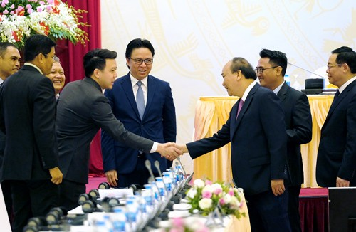 Premierminister Nguyen Xuan Phuc leitet Konferenz über die Förderung der Ein-Tür-Politik in Vietnam  - ảnh 1