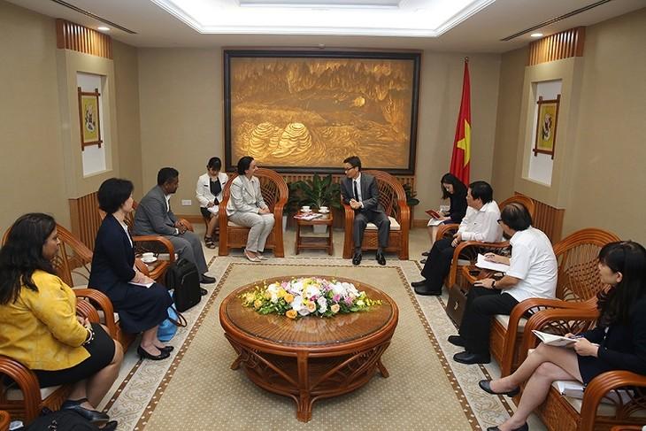 Vizepremierminister Vu Duc Dam empfängt die Direktorin des globalen Anti-Tuberkulose-Programm - ảnh 1