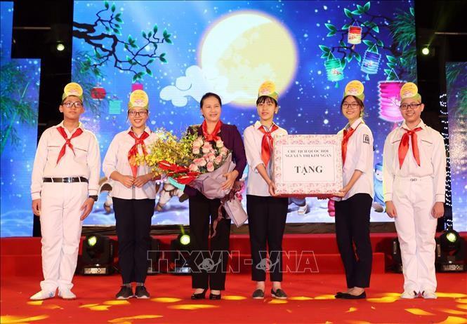Veranstaltung des Mittherbstfests für Kinder in vielen Provinzen - ảnh 1