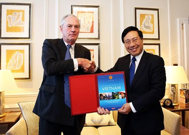 Vizepremierminister, Außenminister Pham Binh Minh besucht Großbritannien und Nordirland - ảnh 1
