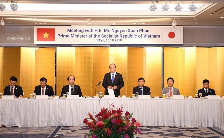 Premierminister Nguyen Xuan Phuc führt Gespräch mit führenden Unternehmen aus Japan - ảnh 1