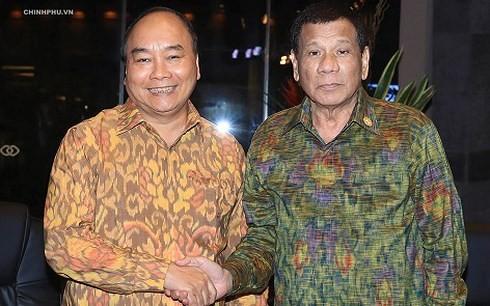 Premierminister Nguyen Xuan Phuc trifft den Präsidenten der Philippinen - ảnh 1