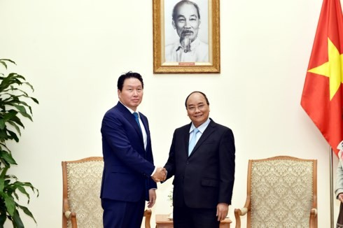 Premierminister Nguyen Xuan Phuc empfängt den Vorsitzenden des südkoreanischen Konzerns SK Group - ảnh 1
