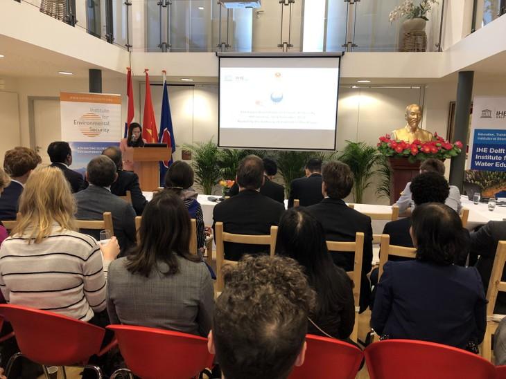 Vietnam nimmt an der Rundentischkonferenz über Klimawandel und Sicherheit in Den Haag teil - ảnh 1