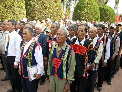 KPV-Generalsekretär, Staatspräsident Nguyen Phu Trong empfängt vorbildliche Dorfälteste und -oberhäupter - ảnh 1