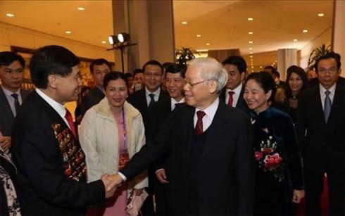 """KPV-Generalsekretär Nguyen Phu Trong nimmt am Programm """"Frühling in der Heimat"""" teil - ảnh 1"""