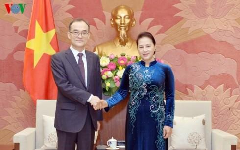 Parlamentspräsidentin Nguyen Thi Kim Ngan empfängt den Leiter der Obersten Staatsanwaltschaft Südkoreas - ảnh 1
