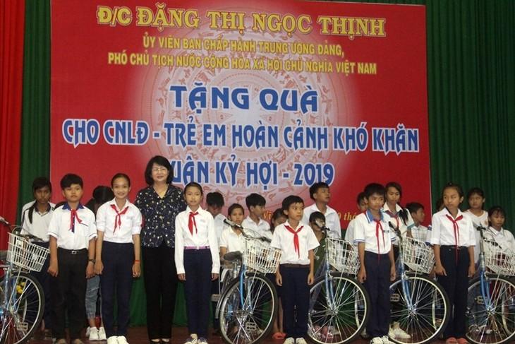 Vizestaatspräsidentin Dang Thi Ngoc Thinh nimmt an der Feier zum 89. Gründungstag der KPV in Provinz Vinh Long teil - ảnh 1