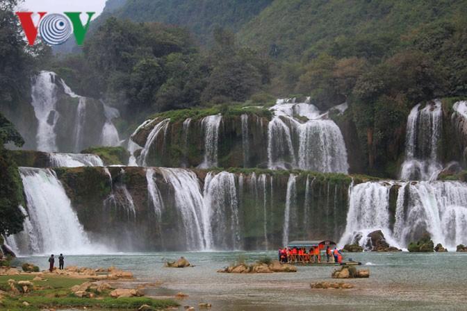 Zwei vietnamesische Wasserfälle stehen in der Liste der 14 schönsten Wasserfälle der Welt - ảnh 1