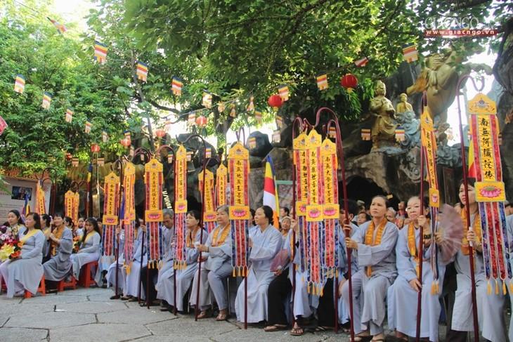 Aktivitäten zum 2562. Geburtstag Buddhas in Ho Chi Minh Stadt - ảnh 1